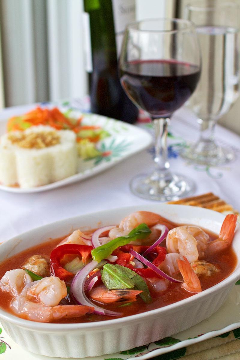 Crevettes farcies au four avec sauce tomate Fruits de mer