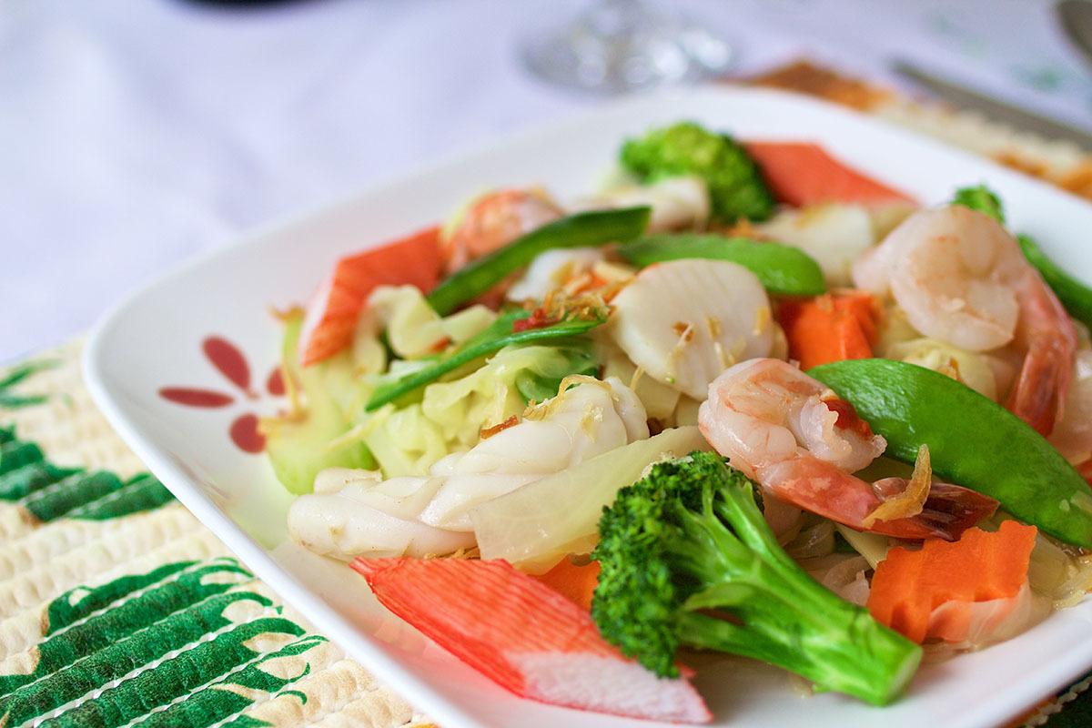 Crevettes sautées avec légumes Fruits de mer