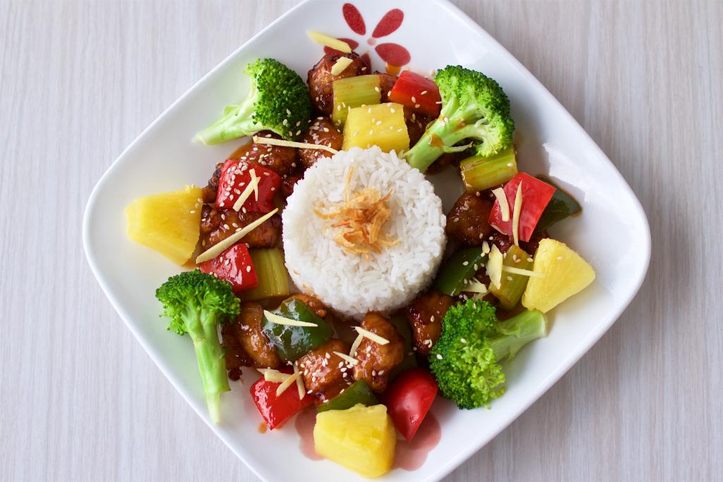Poulet pané à sauce aigre-douce avec légumes Plats sautés